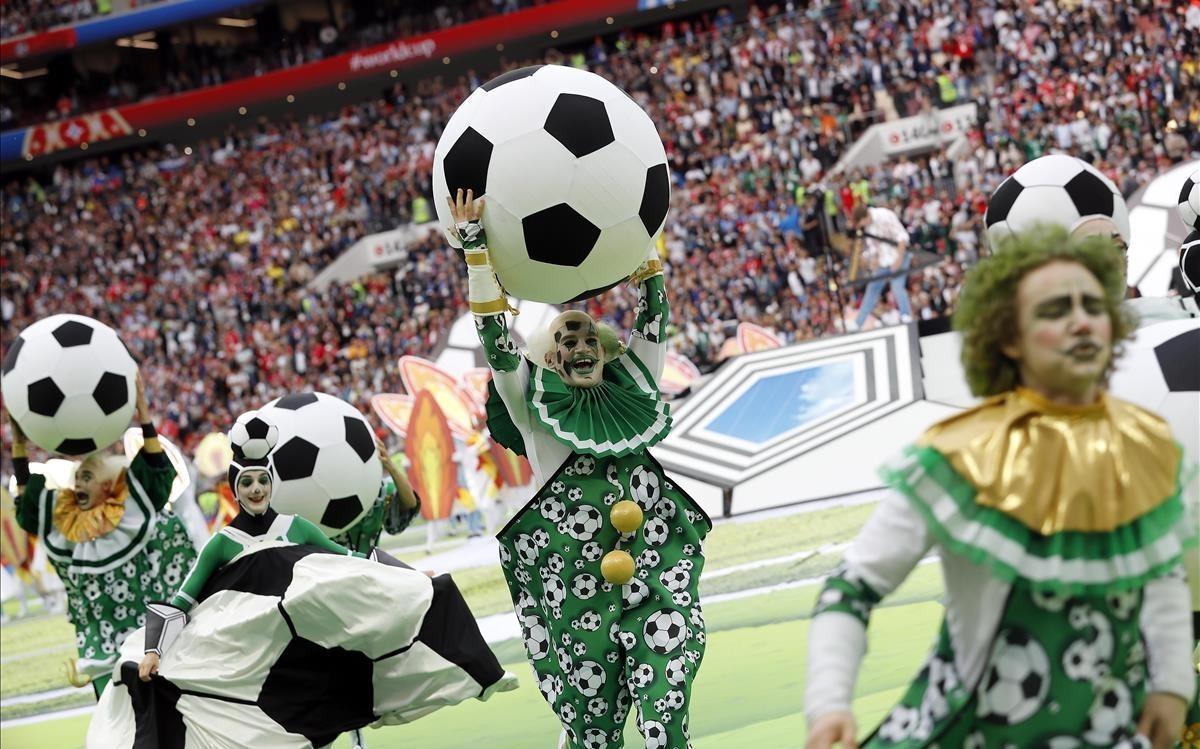 Sesión de baile colorida y musical en el estadio.