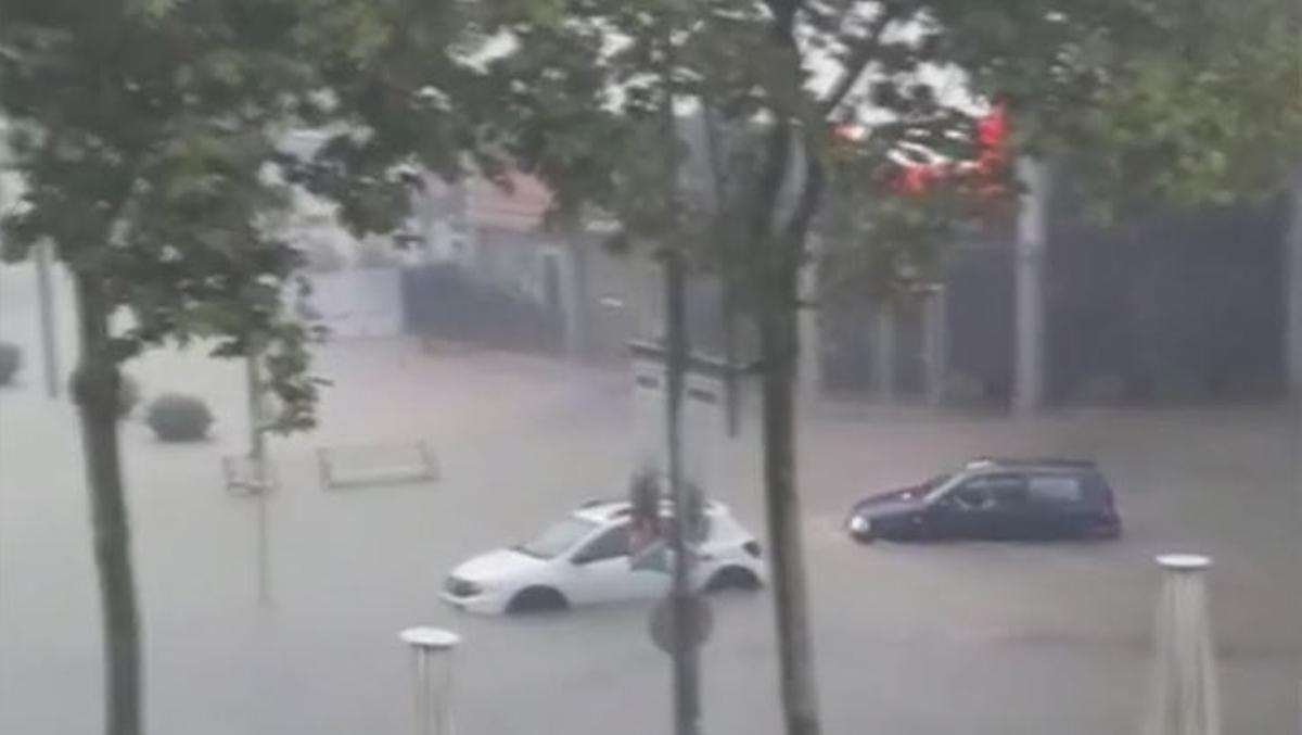 Calles inundadas en Castell-Platja d'Aro (Baix Empordà, Girona) por las fuertes lluvias en Catalunya.