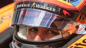 Fernando Alonso, en el interior de su McLaren-Honda, de la Indy.