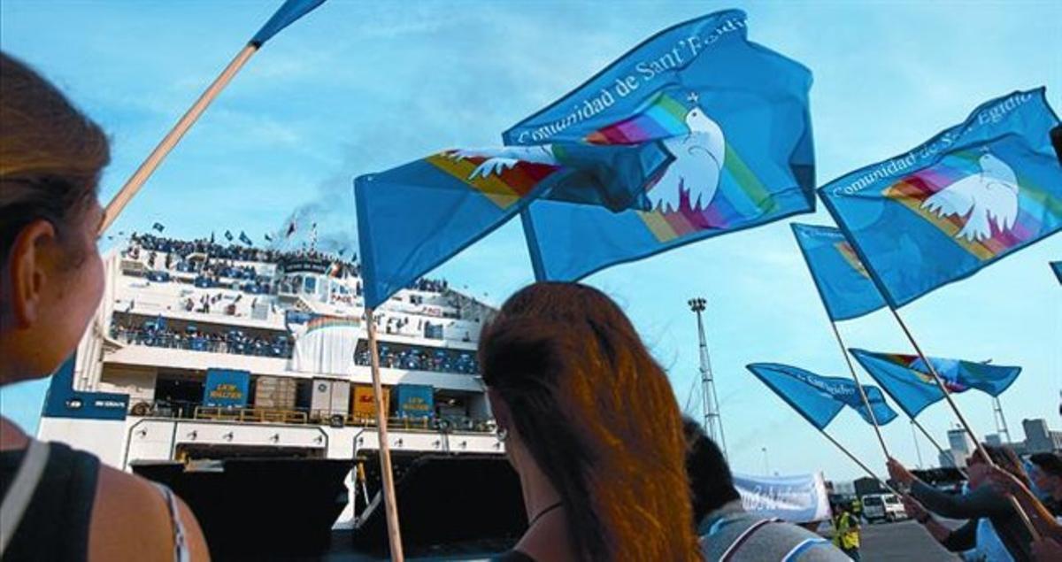 Llegada al puerto de Barcelona de asistentes a la cita de la Comunidad de San Egidio, el viernes.