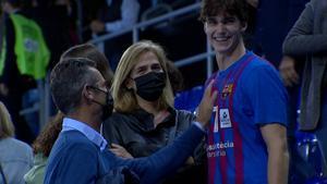 Pablo Urdangarin, con sus padres tras su debut en el Palau.