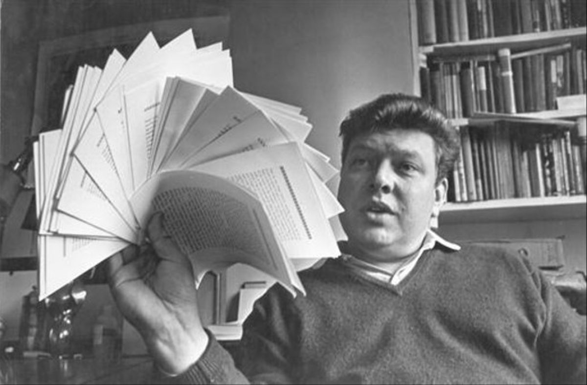 Una imagen icónica del escritor británico B. S. Johnson.