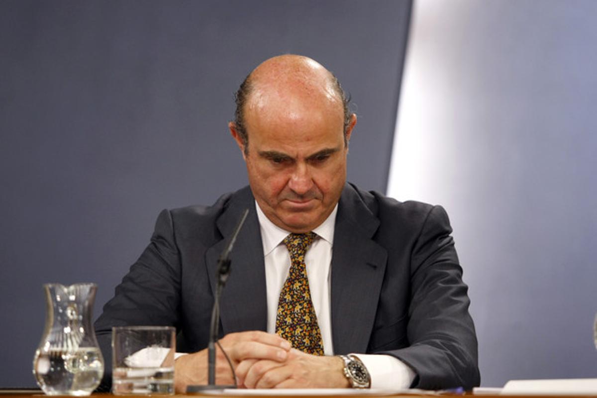 El ministro de Economía, Luis de Guindos, el viernes, durante la rueda de prensa posterior al Consejo de Ministros.