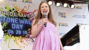 Chelsea Clinton, embarazadísima, el pasado 28 de junio en Nueva York.