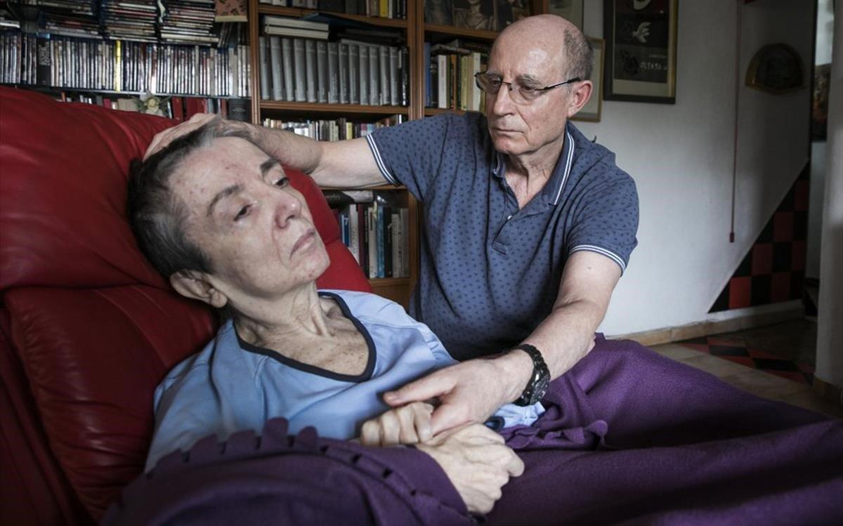 Ángel Hernández, con su esposa María José Carrasco.