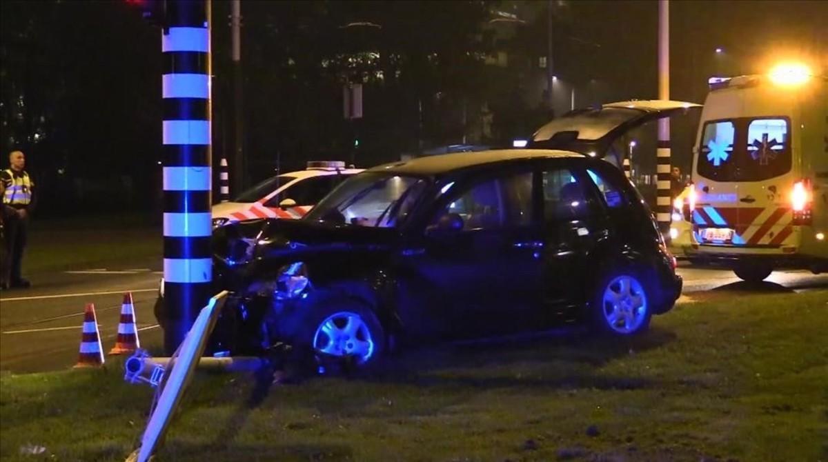 El taxi en el que viajaba Agüero, tras la colisión.