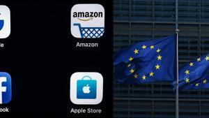 Banderas europeas junto a los logos de los principales gigantes de internet.