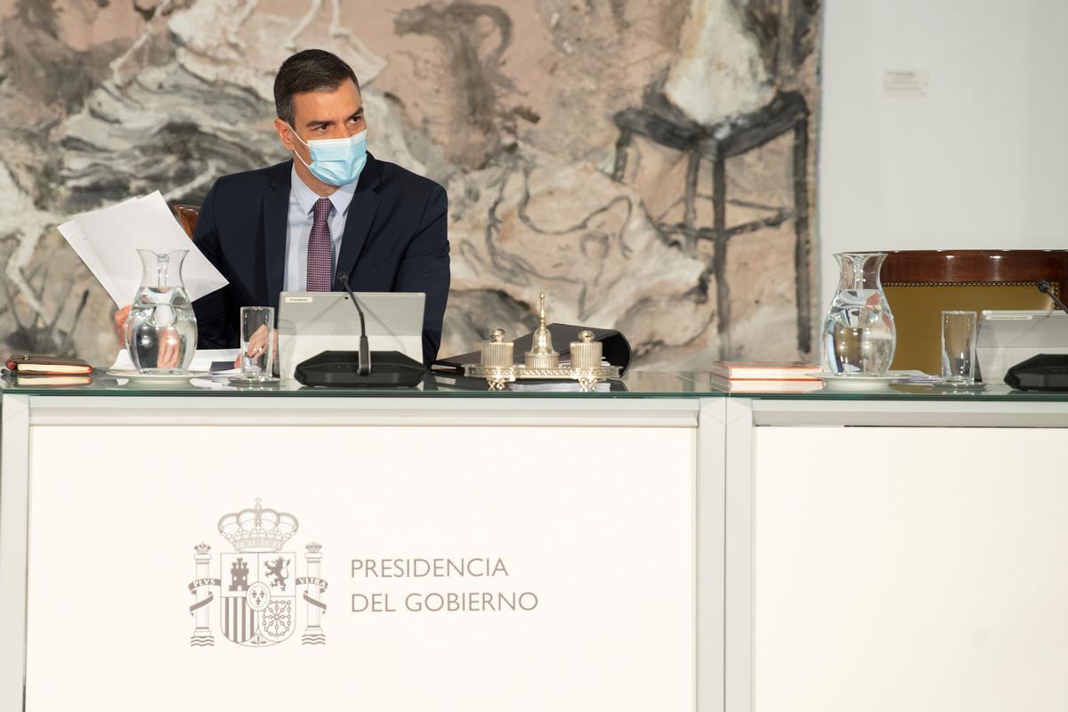 El presidente del Gobierno, Pedro Sánchez, durante la reunión del Consejo de Ministros del pasado 20 de abril de 2021 en la Moncloa.