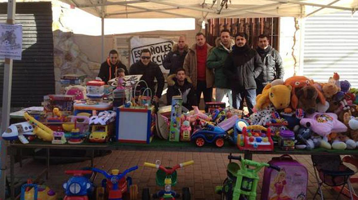 Una asociación xenófoba reparte juguetes solo para niños españoles en un municipio de Madrid.