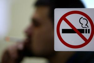 Sanidad advierte de que los fumadores pueden ser más vulnerables a contraer el coronavirus.