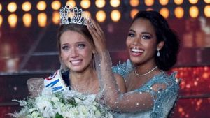 Amandine Petit, en el momento de ser coronada como Miss Francia 2021.
