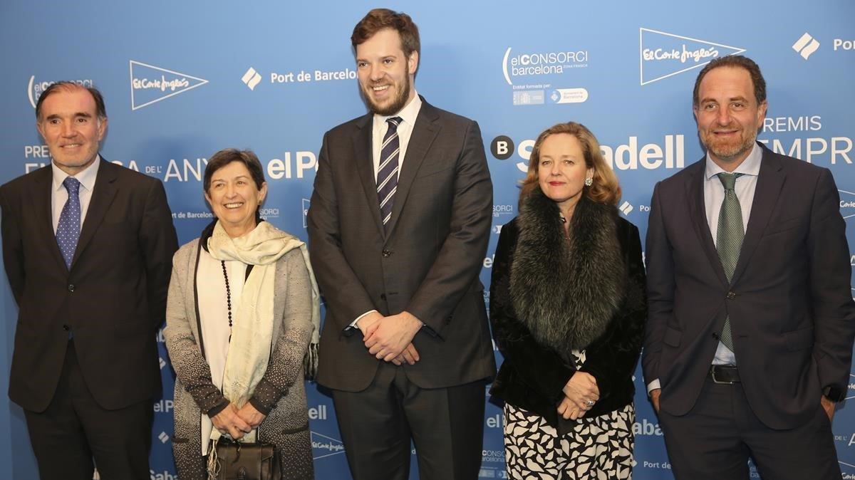 Conrado Carnal, Teresa Cunillera, Antonio Asensio, Nadia Calviño y Enric Hernandez en el Premio Empresa del Año 2018.