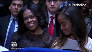 Obama lloa a la seva dona Michelle en el seu discurs de comiat.
