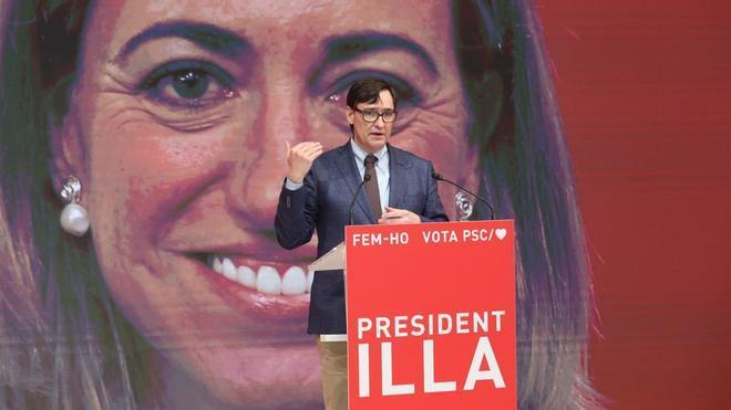 """Salvador Illa candidato al 14F con una imatge de Carme Chacón en el acto electoral,""""Fem-ho. Dones pel canvi"""""""