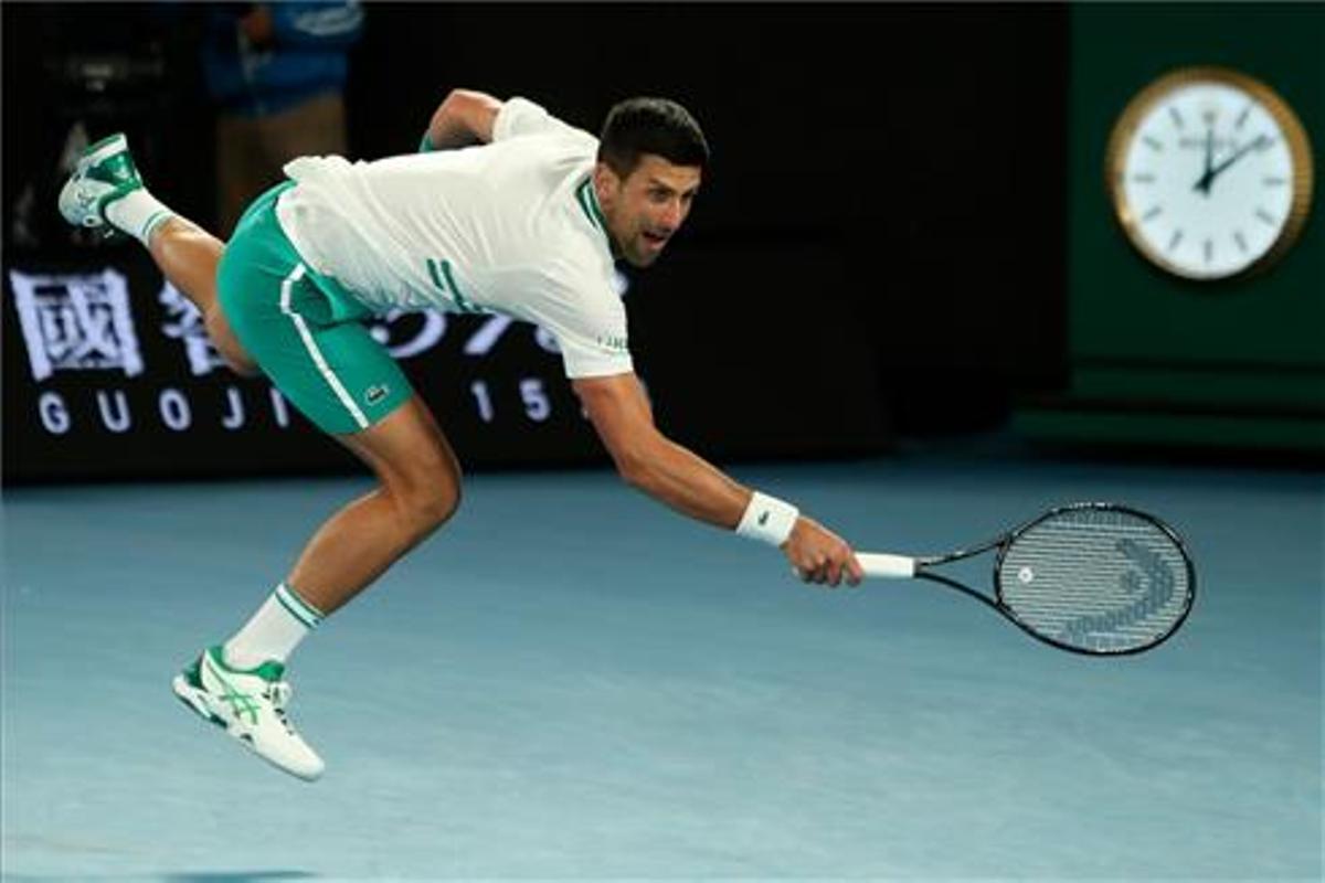 Djokovic supera la seva lesió i arriba als quarts a Austràlia