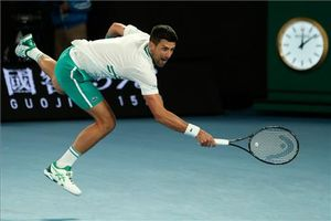 Djokovic supera su lesión y alcanza los cuartos en Australia