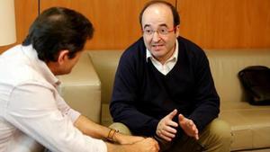 El líder del PSC, Miquel Iceta, y el presidente de la gestora del PSOE, Javier Fernández.