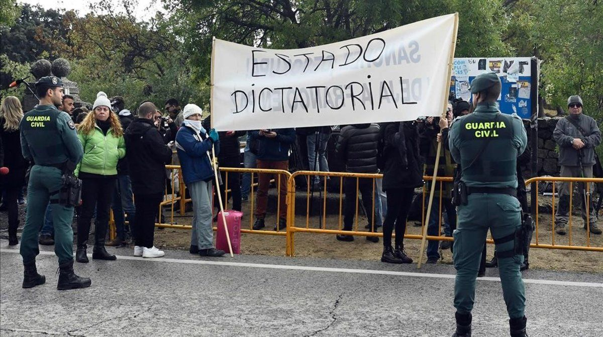 Una de las pancartas exhibidas por los nostálgicos franquistas.