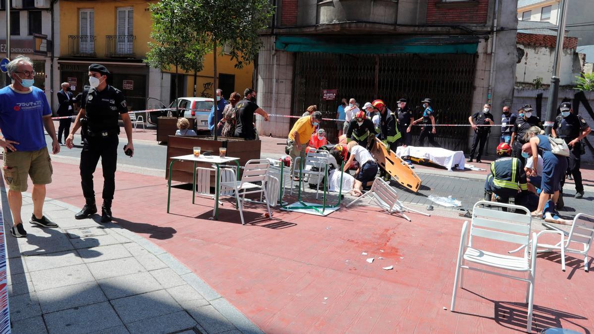 Un mort i diversos ferits a Ponferrada atropellats per un cotxe a la terrassa d'un bar
