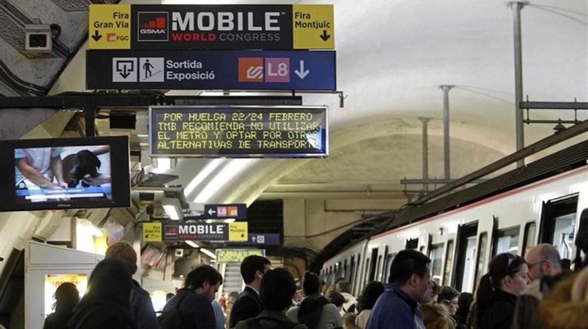 Un panel informa de la huelga que llevarán a cabo los trabajadores del metro