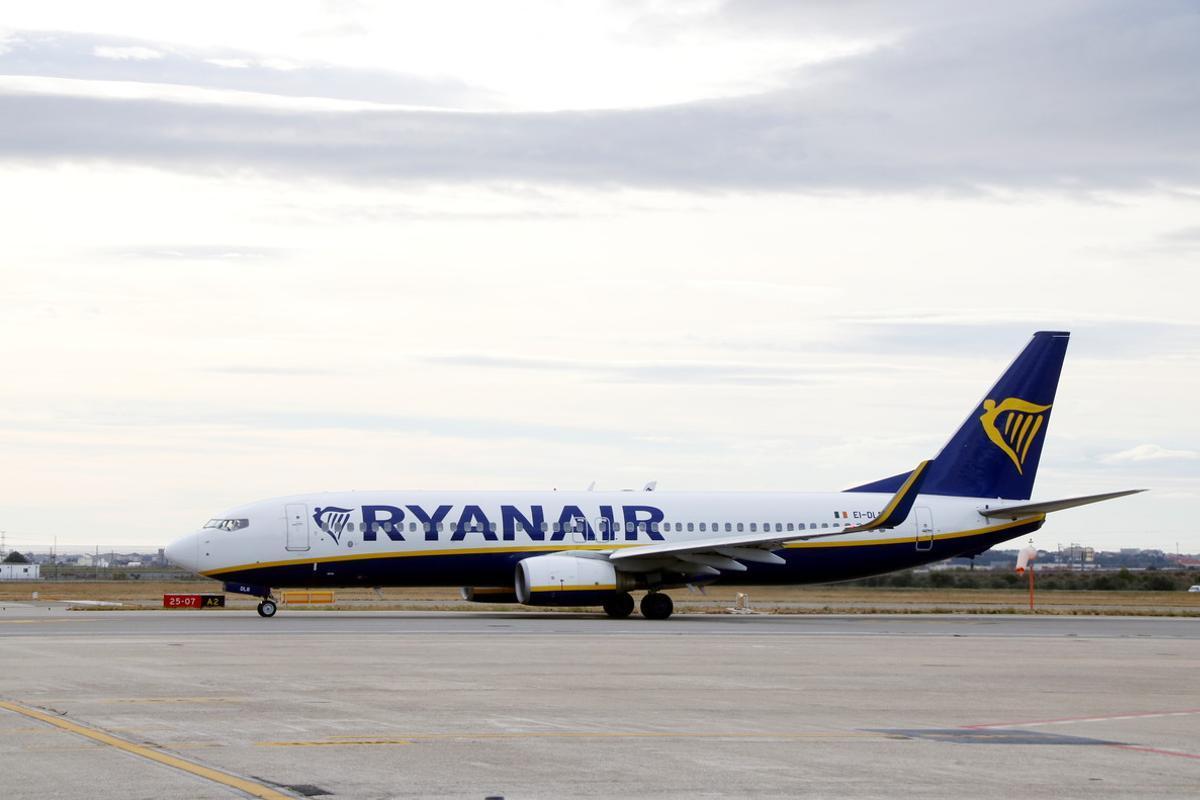 Un avión de Ryanair, en el aeropuerto de Reus.