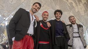 Pau Cruanyes, Ignasi Àvila, Gerard Vidal y Eudald Valdi, los cuatro creadores de 'Les dues nits d'ahir', vestidos por Clara Borrull para la gala de los premios Gaudí