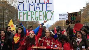 Ecologistas semanifiestan por París para reclamar un acuerdo contra el cambio climático.