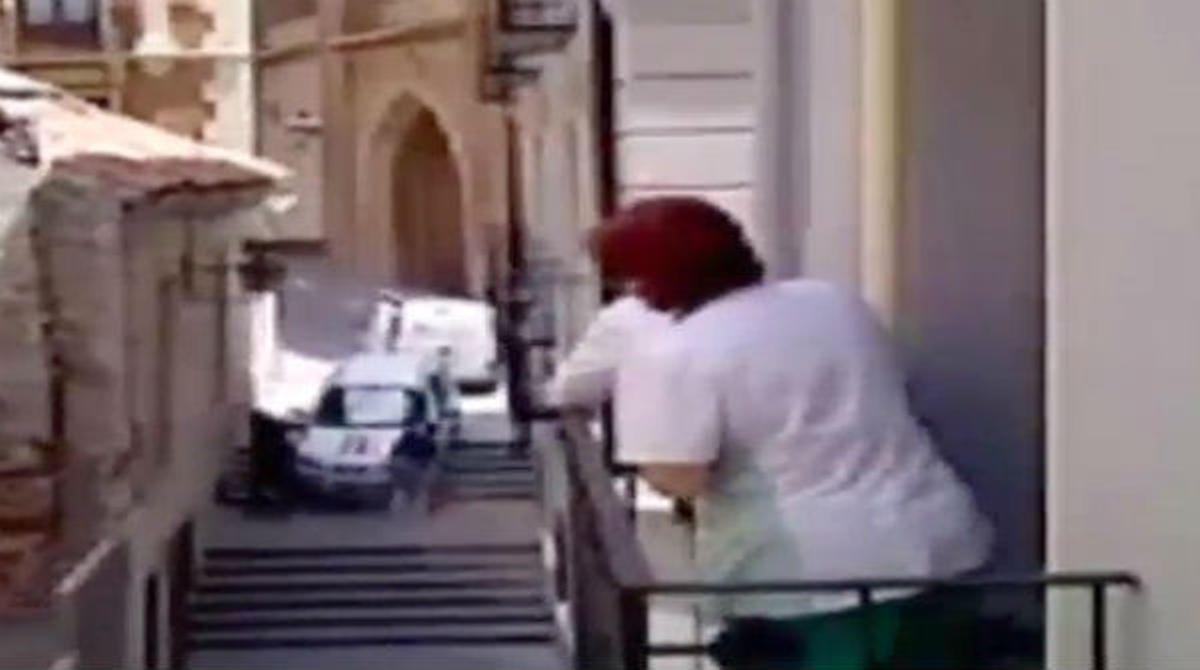 Un conductor se cae por una calle peatonal del centro de Teruel por seguir las indicaciones de un GPS.