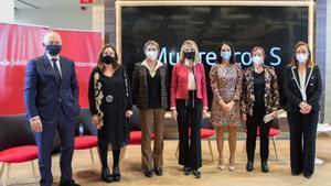 Luis Herrero (Santander), Ana Vallés (Grupo Sorigué), Cristina Guiralt (Grupo Tradisa),Judith Mascó, Mª José Macía (Santander),Margarita Arboix (UAB) yMireia Torres (Bodegas Torres); en un acto del Banco Santander.
