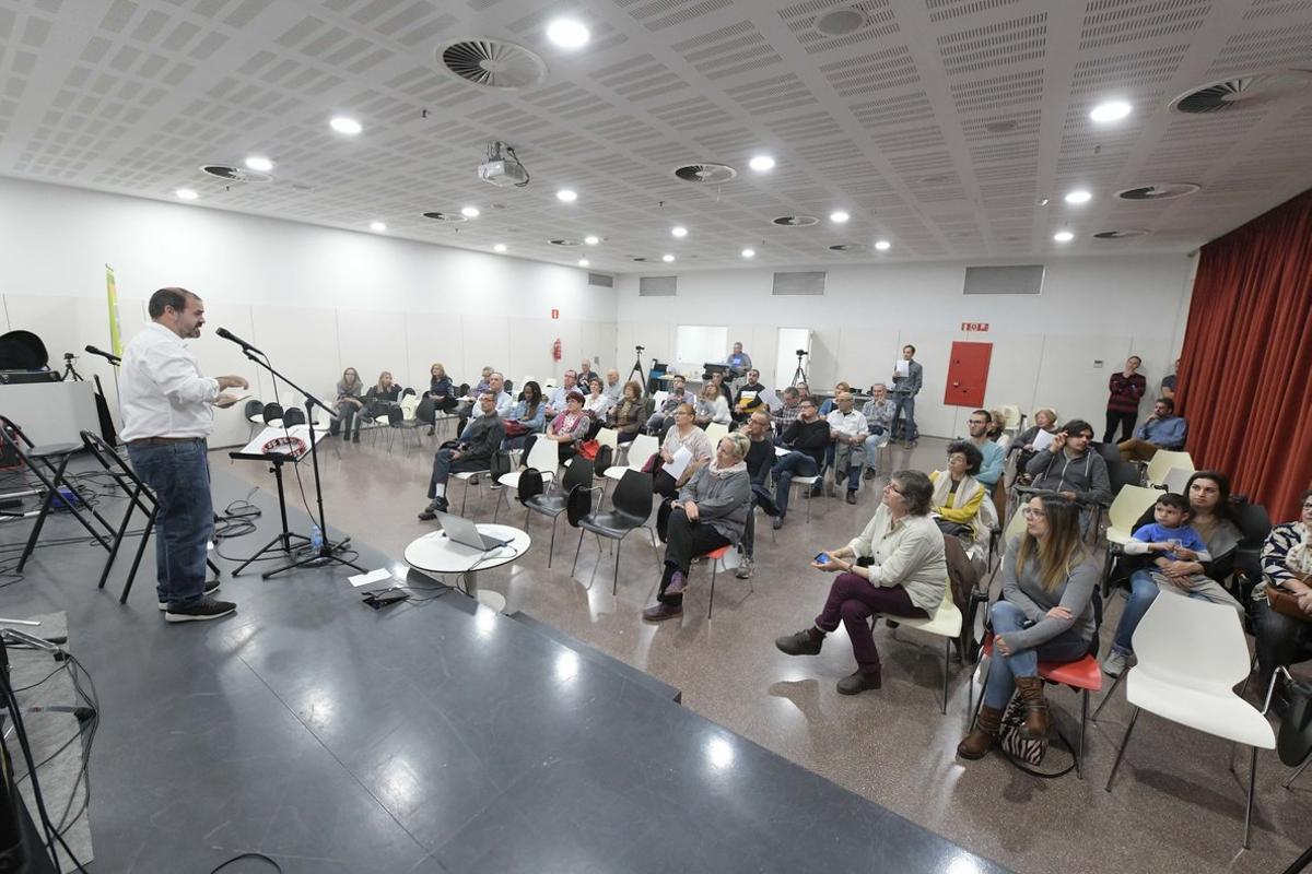 El auditorio de la biblioteca durante la presentación.