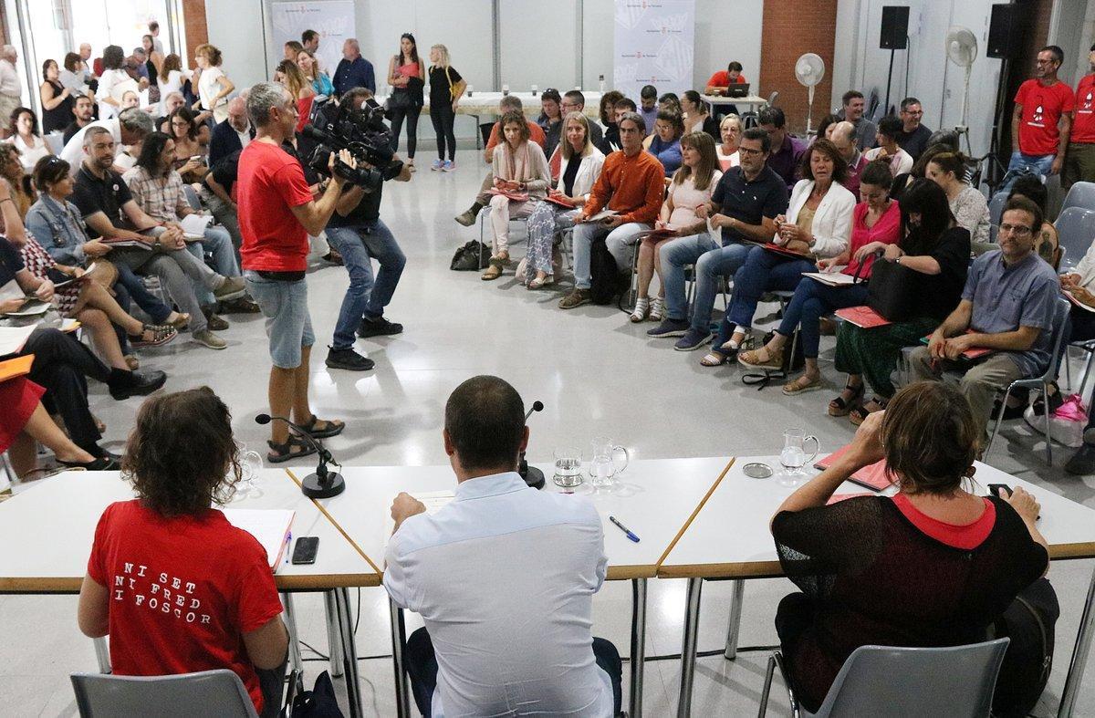 Reunión de los ayuntamientos catalanes en Terrassa para reclamar la condonación de la deuda.