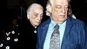 Rafael Alberti y Dolores Ibarruri, Pasionaria, en las Cortes, en 1977.