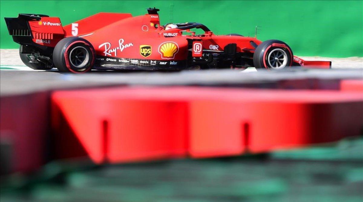 El alemán Sebastian Vettel y su Ferrari, hoy, en Monza.
