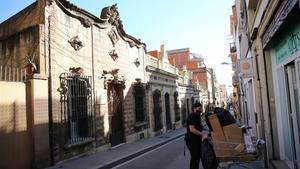 La parte alta de la calle de Verdi con construcciones tradicionales de Gràcia.