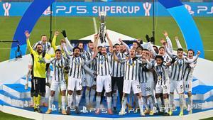 Los jugadores de la Juventus celebran el título de la Supercopa.