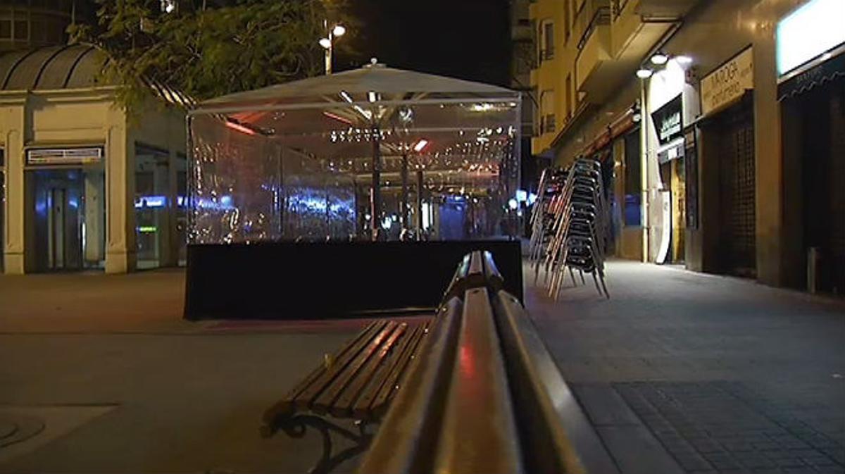 Los testimonios que vieron al hombre explican lo que ocurrió en Plaza Molina, Barcelona.
