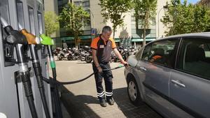 Imagen de archivo de una gasolinera en Barcelona.