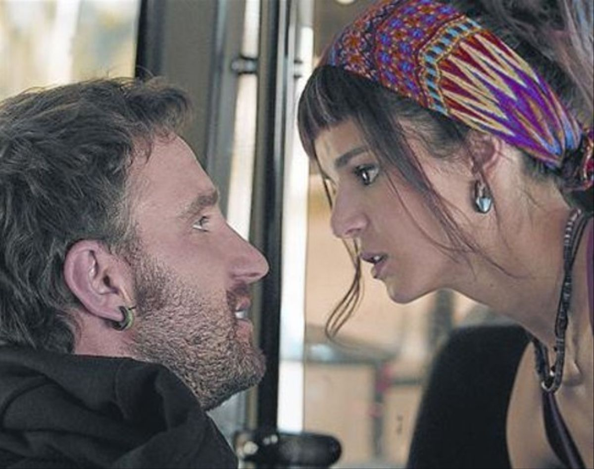 Dani Rovira y Clara Lago, en 'Ocho apellidos vascos'.