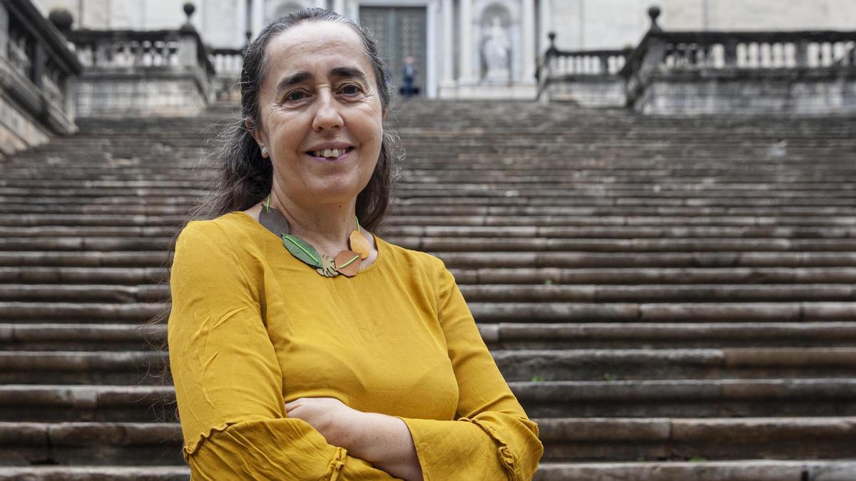 Montserrat Jiménez Sureda, frente a las escaleras de la catedral de Girona.