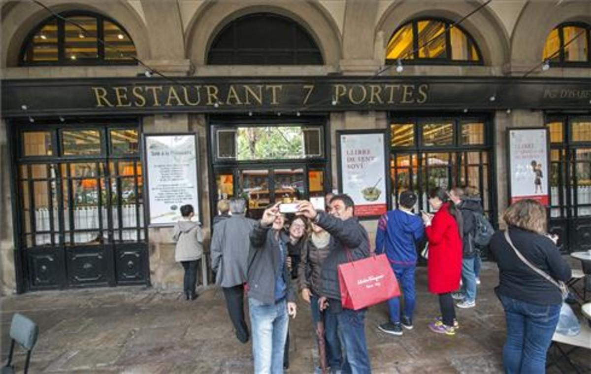 El 7 Portes es uno de los restaurantes más emblemáticos de Barcelona con 180 años de historia.