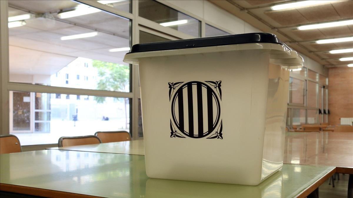 Paguen 250 € per una urna de l'1-O en una subhasta solidària a Catalunya
