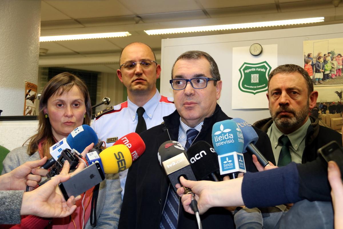 El 'conseller' Jané atiende a la prensa.