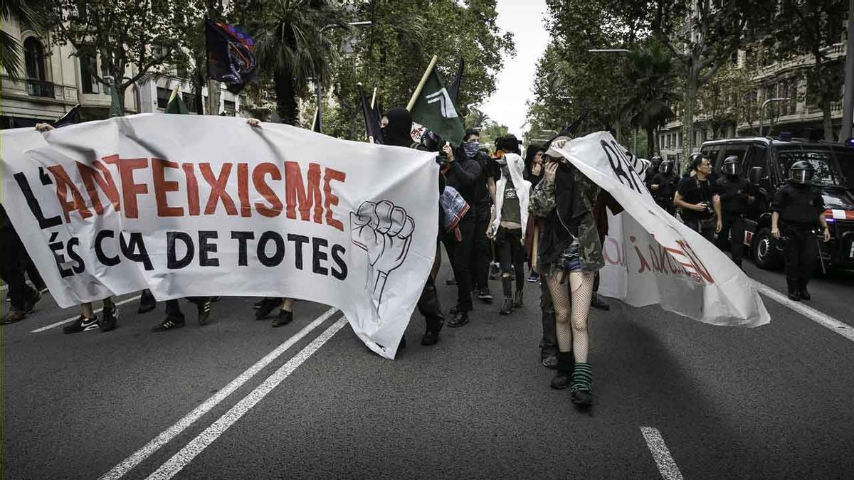Unes 2.000 persones assisteixen a la marxa antifeixista de Barcelona