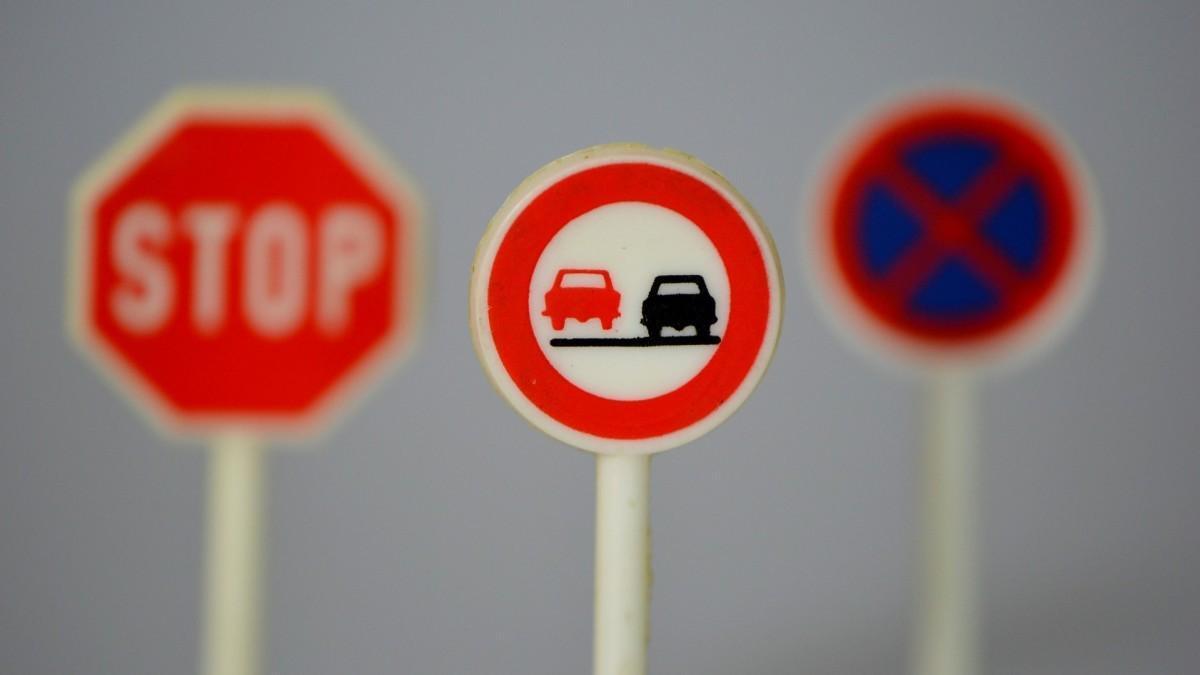 Seguridad vial: dónde está prohibido adelantar