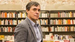 El escritor rumano Mircea Cartarescu, en la librería Calders de Barcelona.