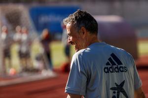 El seleccionador Luis Enrique Martínez durante un entrenamiento de España.