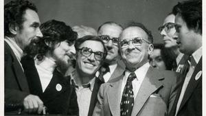 El que fue líder del Partido Comunista de España, Santiago Carrillo, segundo por la derecha, junto a los dirigentes del PSUC Jordi Solé Tura, Alfonso Carlos Comín y Antoni Gutiérrez.