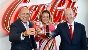De izquierda a derecha, Muhtar Kent, presidente de The Coca-Cola Company, Sol Daurella, de Coca-Cola Iberian Partners y John Brock, Coca-Cola Enterprises, en agosto del 2015, cuando se anunció la fusión.