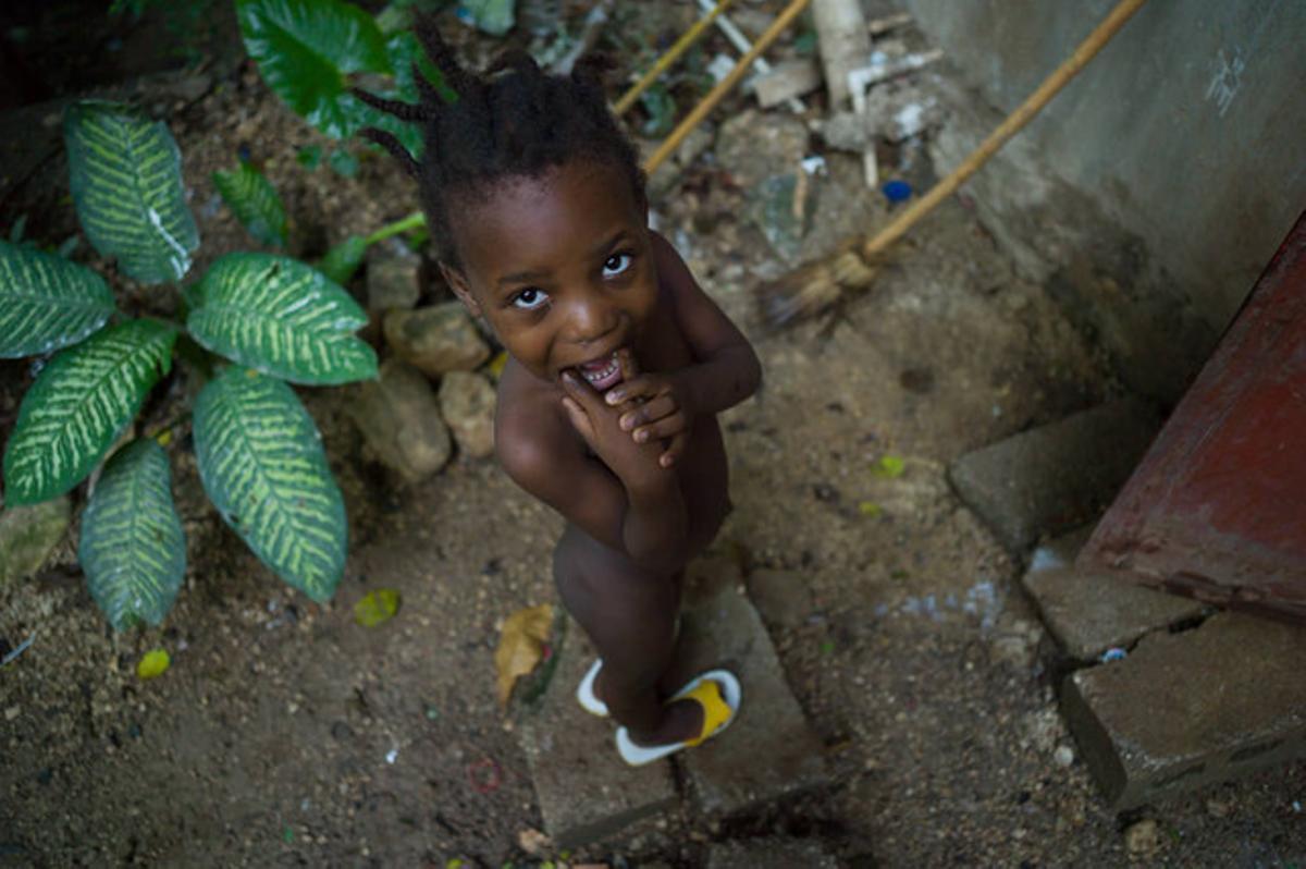 Una de las niñas acogidas en la Escuela AMSAI