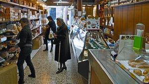 Uno de los dos locales del Cafés Roure, ayer, en Sant Antoni.